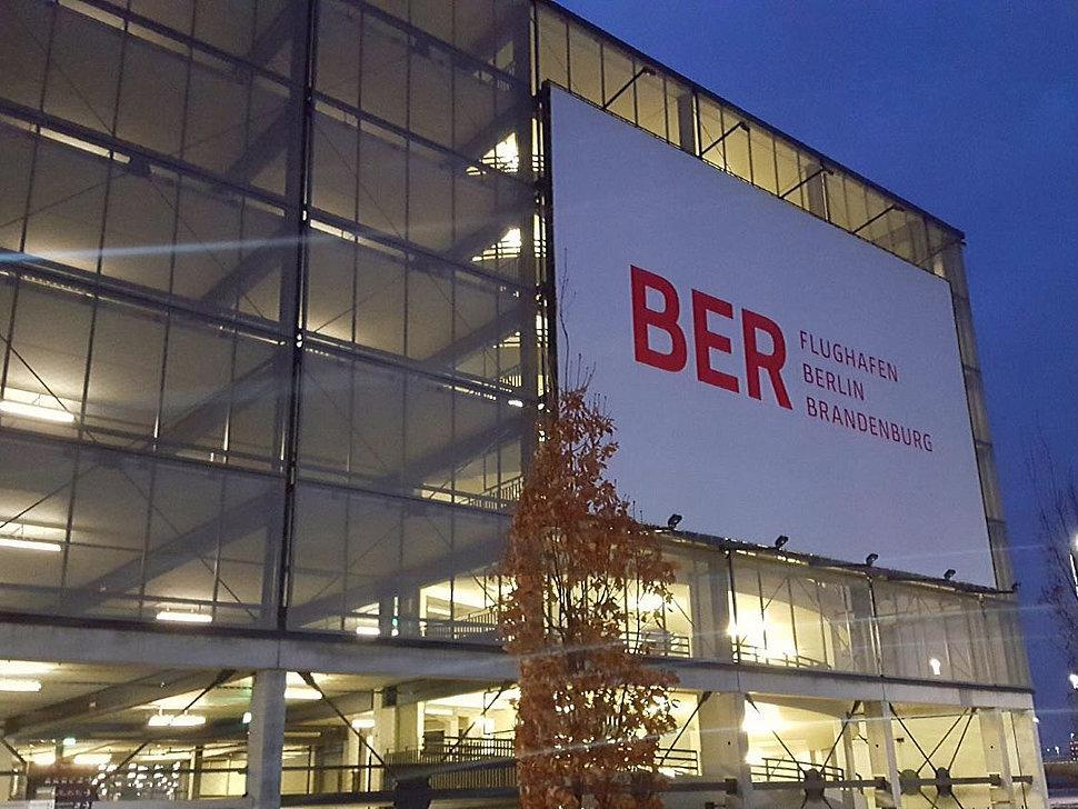 parken in flughafen berlin brandenburg p3 ber apcoa parking. Black Bedroom Furniture Sets. Home Design Ideas