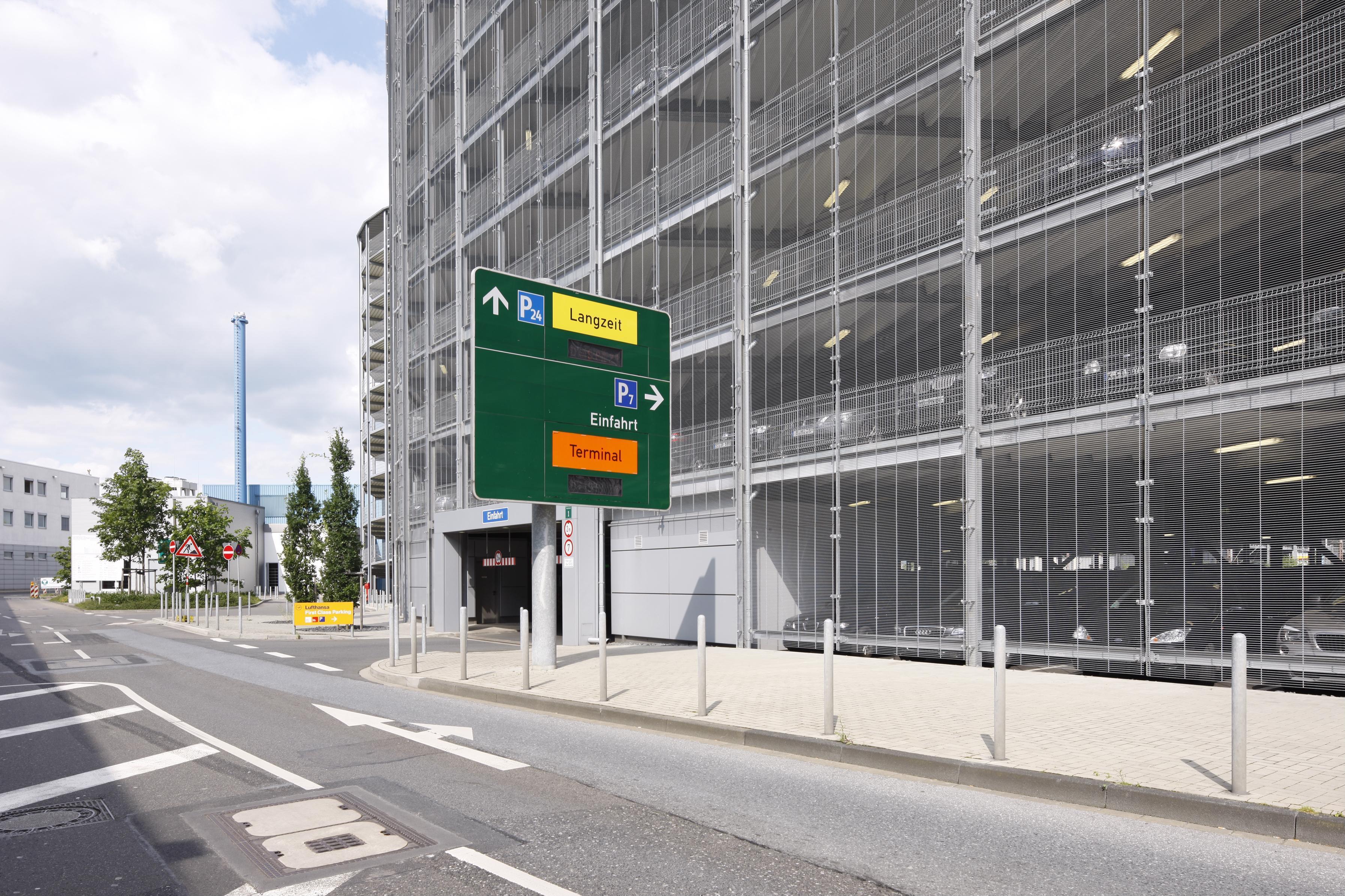 parken in d sseldorf flughafen p7 apcoa parking. Black Bedroom Furniture Sets. Home Design Ideas