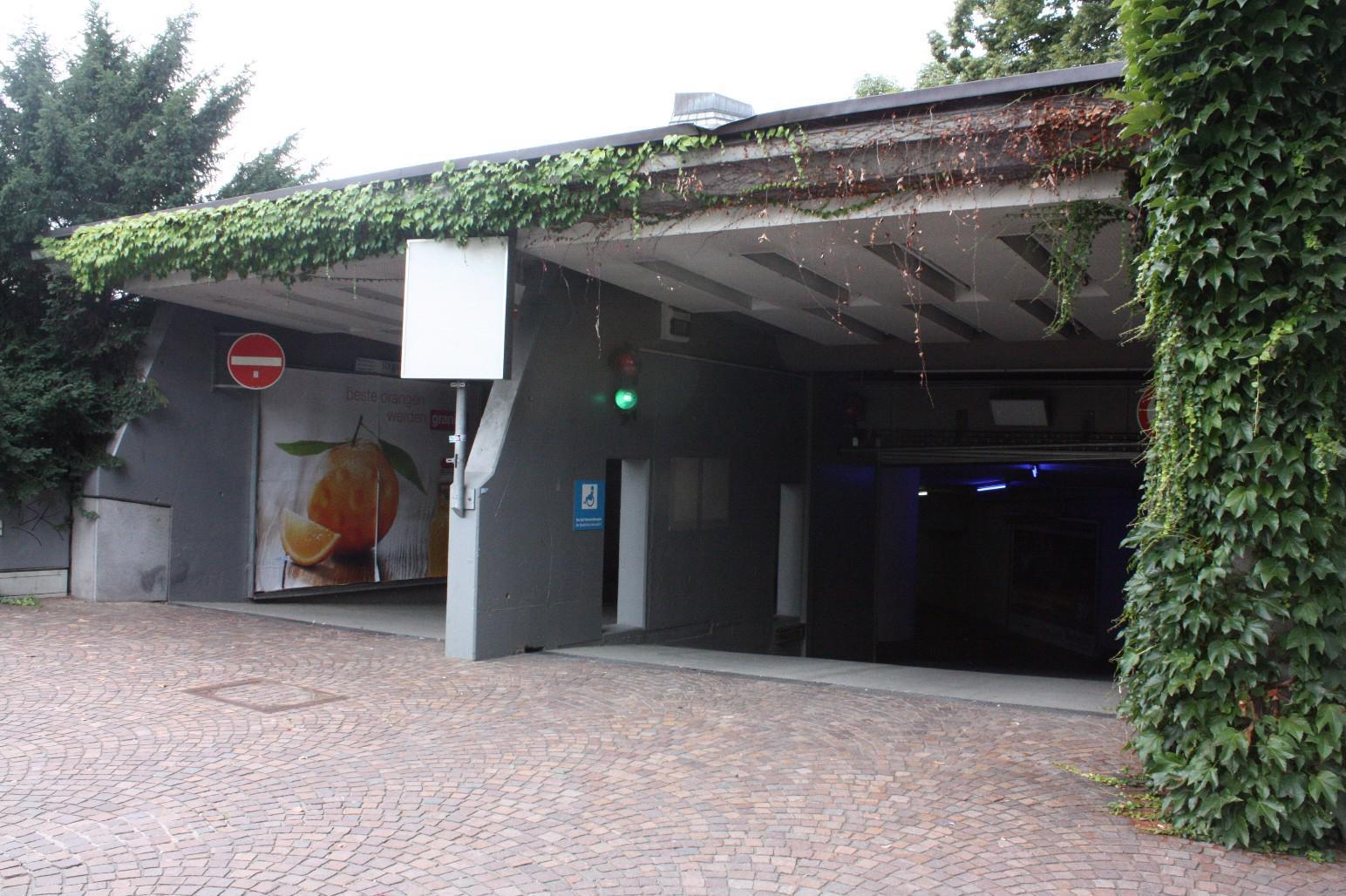 parken in holzgartenstra e apcoa parking. Black Bedroom Furniture Sets. Home Design Ideas