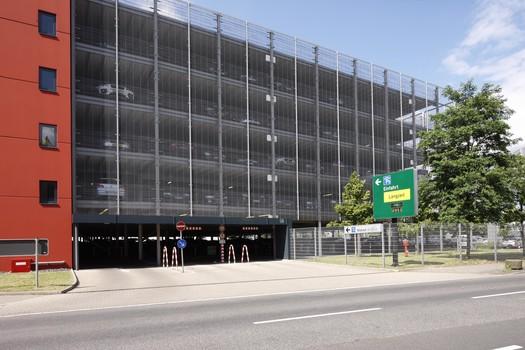 parken in d sseldorf flughafen p5 apcoa parking. Black Bedroom Furniture Sets. Home Design Ideas